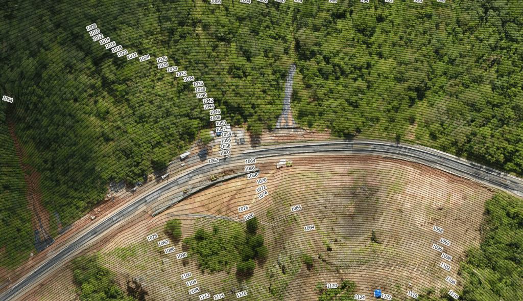 curvas de nível feitas com drone a partir de um mapeamento para planejamento rodoviário